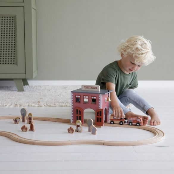 Little Dutch fa tűzoltóállomás - fa vasút kiegészítő
